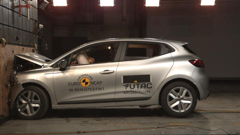 Renault Clio Frontal full width test May 2019