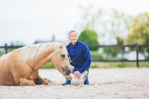 Sveriges populära häst och showartist Tobbe Larsson på stor jubileumsturné med superstjärnorna Nicke & hans vänner!