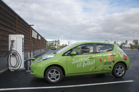 KIWI og Nissan plugget inn første elbillader