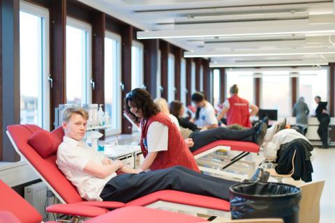 Många unga stockholmare vill ge blod