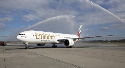 Vannkanoner ønsket Emirates velkommen