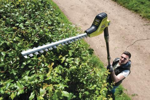 Ylety korkeammalle uudella Ryobin sähkökäyttöisellä oksasahalla sekä pensasleikkurilla