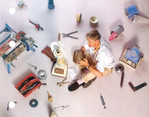 James Dyson avec son premier aspirateur sans sac