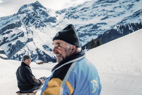 Mit Liebe und von Hand fertigt Familie Morerod einzigartige Schlitten in Les Diablerets, Genferseegebiet.