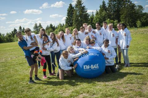 Med Kin-ball kan ungdommene finne på mye gøy