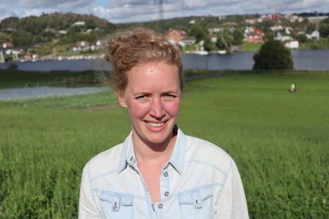 Prosjektleder Marte Guttulsrød i Åpen økologisk gård på Nes andelsgård. Foto Børre Solberg