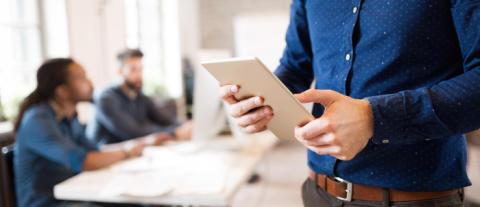 """Millennials peger overraskende på en fremtid med """"mindre papir"""" og ikke """"uden papir"""""""