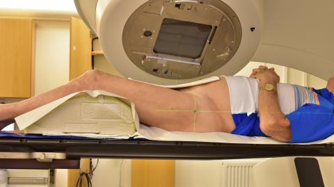 Kort men intensiv prostatastrålning kan korta köer
