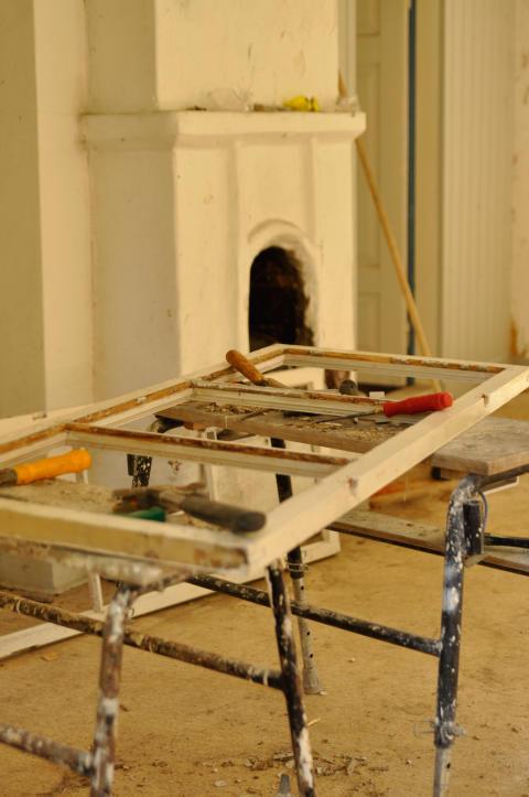 Fönsterrenovering på Huseby byggnadsvårdsläger