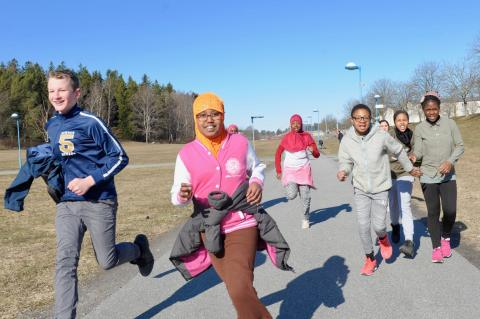 1 april: Barn i Sverige och världen sprang 100 varv runt jordklotet för en bättre värld