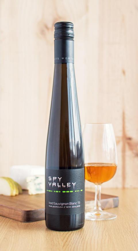 Spy Valley Iced Sauvignon Blanc_Fantastisk till bärdesserter och grönmögelost