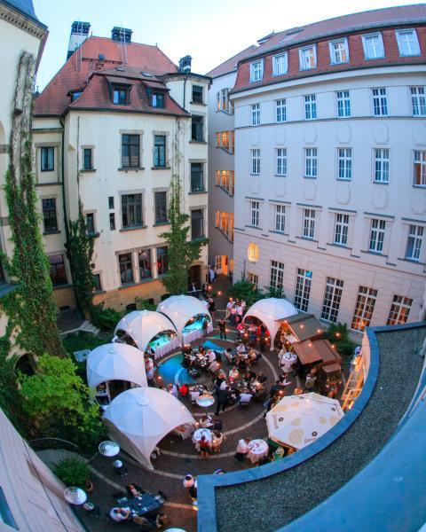 Fisheye Aufnahme – Blick in den geschmückten Hofgarten des Hotel Fürstenhof, Leipzig