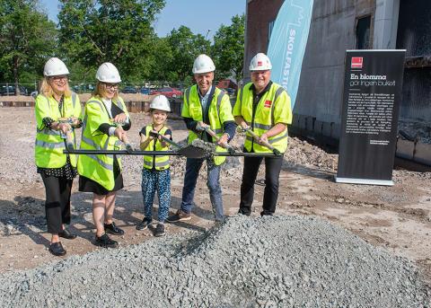Spadtag markerar starten för bygget av Brantingsskolan