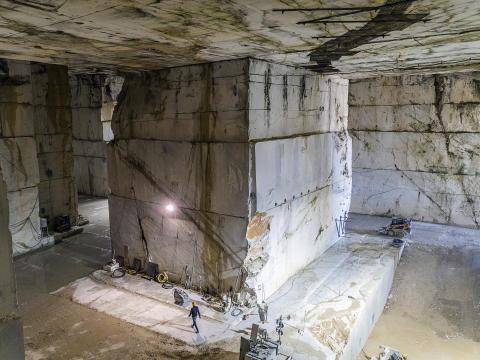 Inside the Calacata Borghini quarry