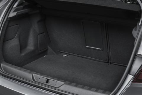 Det rymliga bagageutrymmet i nya Peugeot 308