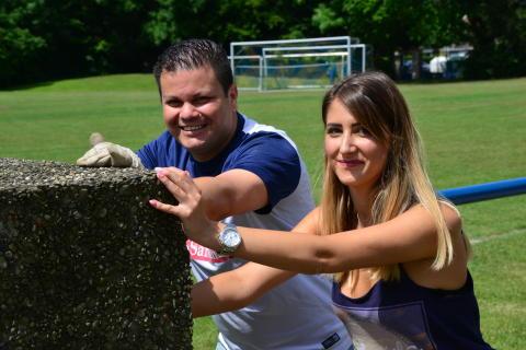 Carlos Blandino und Kathleen Wunsch, Mitarbeiter Santander, beim Tag der Tat