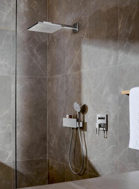 hansgrohe Raindance E huvuddusch i miljö med Metropol duschblandare för inbyggnad
