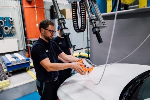 Volvo_Cars_and_POC_develop_world-first_car-bike_helmet_crash_test 6