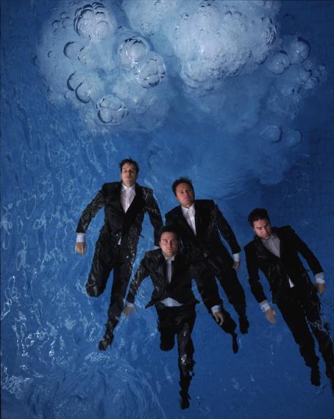Män i kostymer på Fotografiska