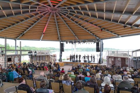 Open-Air-Bühne am Biedermeierstrand - Foto: Christian Kern
