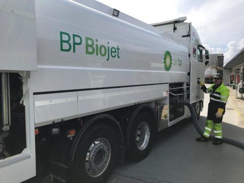 Biodrivstoff nå tilgjengelig på Bergen lufthavn