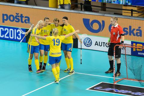 Sverige körde över Finland i VM-premiären