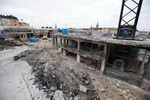 Ombyggnaden av Slussen: vi jobbar hela tiden på att göra en besvärlig situation bättre.