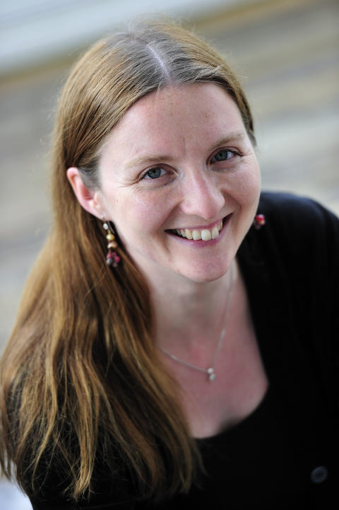 Högupplöst författarporträtt, Anna Braw (foto: Magnus Aronson)