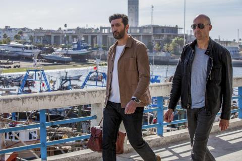 Fares Fares och Mark Strong i första avsnittet av spionserien Deep State, premiär på FOX april 2018.