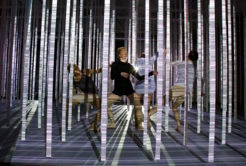 TRÄD : En dansföreställning av Cristina Caprioli. Foto: Håkan Larsson