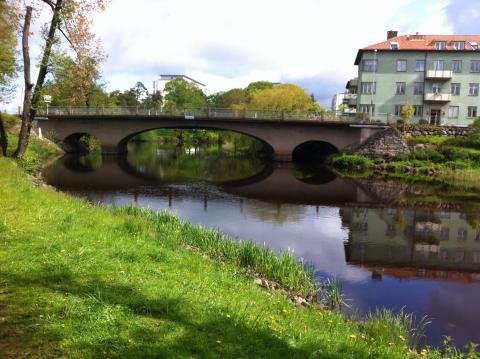 Järnvägsbron i centrala Ängelholm repareras