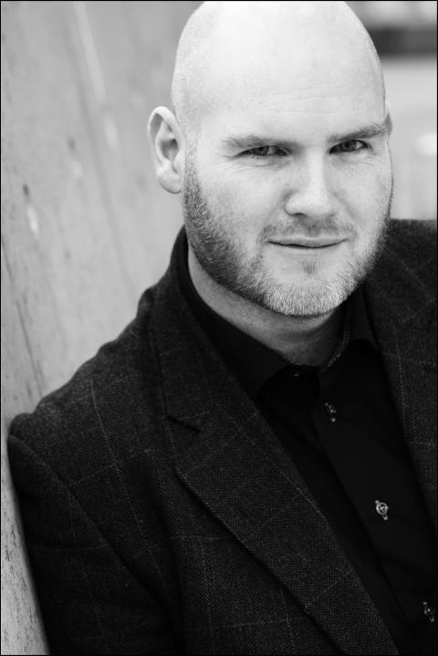 Jan Roar Leikvoll ute med ny roman - om makt, svik og kjærleik