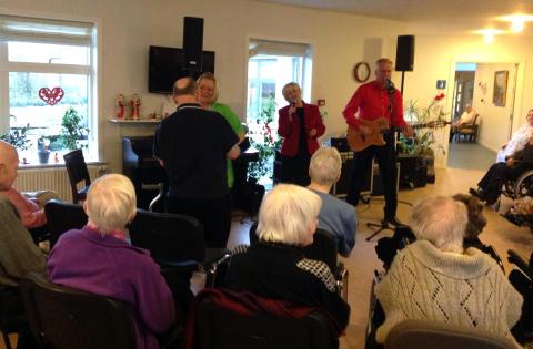 Det er blevet en fast og elsket tradition at Keld og Hilda kommer forbi plejecenteret i december