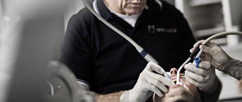 Tandlæger ærgrer sig over regioners manipulation