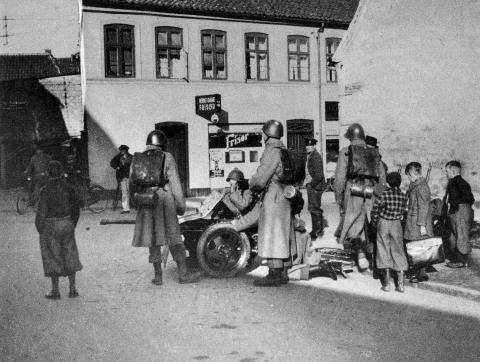 I Haderslev beskød denne gruppe fra 2. Regiments kanonkompagni de tyske kampvogne 9. april 1940