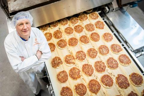 Saarioinen investoi Valkeakosken tehtaan energiatehokkuuteen – pitsan paistajien työolosuhteet paranevat