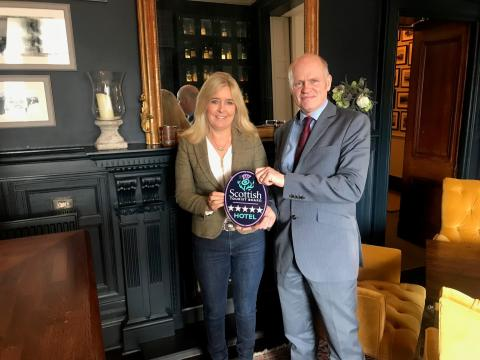Shirley Mowat from Dunstane House accepts her award from VisitScotland Industry Relationship Manager Alasdair Maclauchlan