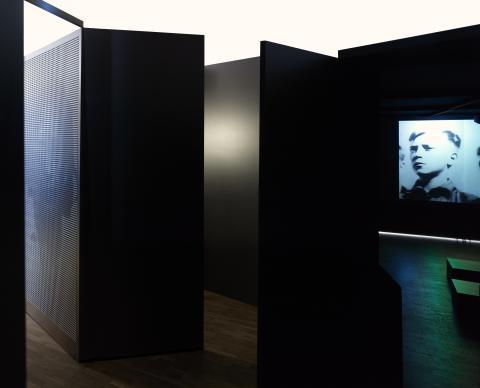 """Filmen """"Det går aldrig över"""" av Elisabeth Ohlson Wallin i P.K.-en utställning om intolerans."""