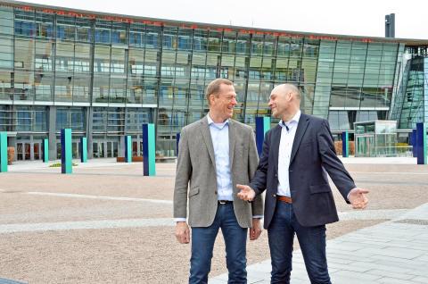Leder for bedriftsmarkedet, Ove Fredheim og leder for Mobile, Bjørn Ivar Moen.