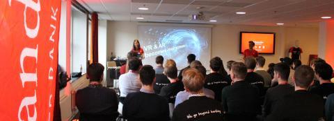 Hackathonvinnarna fick chefsroller på Santander Consumer Bank Sverige som pris