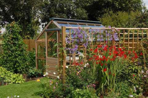 Så nätt och sött i en vacker trädgård