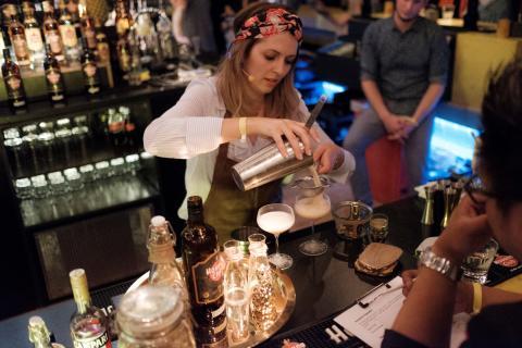 Academia del Ron: Cocktailpräsentation der Siegerin Susanne Amirpour