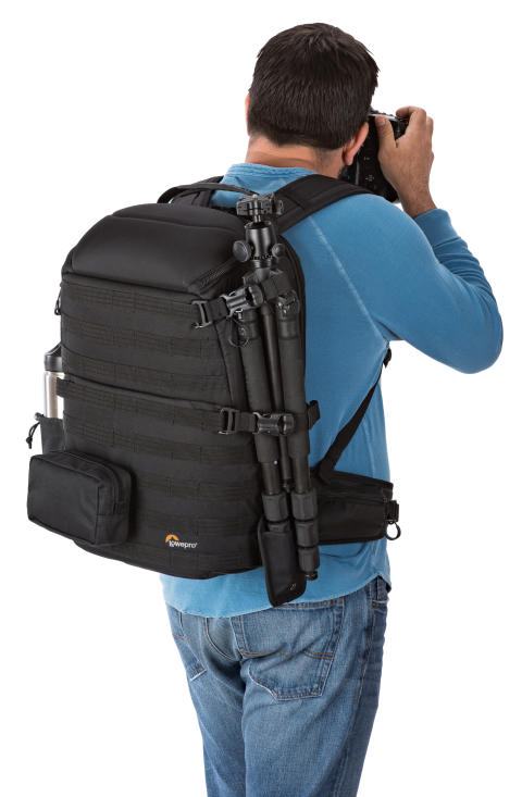 Lowepro Pro Tactic 450 AW actionbilde på rygg