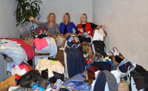 700 kilo kläder till Röda Korset