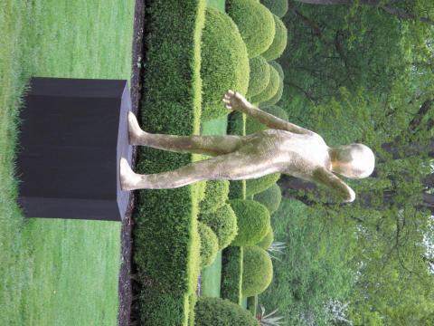 En ny skulpturutställning med några av Sveriges främsta samtidskonstnärer Sollidens Slottspark.