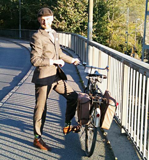 Martin Hasselgren leder cykelturen i tweed.