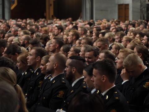 Nyutdannet politi på rekke og rad