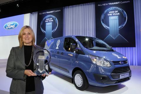 """Barb Samardzich, Vicepresident produktutvikling Ford of Europe mottok æresprisen """"Årets varebil i Europa i 2013"""""""