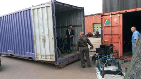 Reparerade rullstolar skickas till behövande från Gårdshuset i Linköping