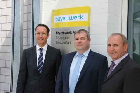 Regionalleiter Ingo Schroers, der Leiter der Netzdienste Unterfranken, Thomas Spang, und der Schweinfurter Netzbauleiter Reiner Messerer stellten die Maßnahmen im Bereich des Netzcenters vor.